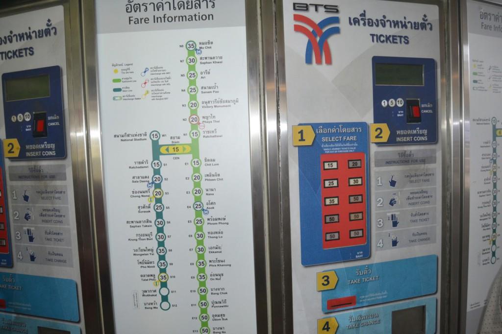 Huong dan cach di tau dien Bangkok - May ban ve tau dien Bts Bangkok