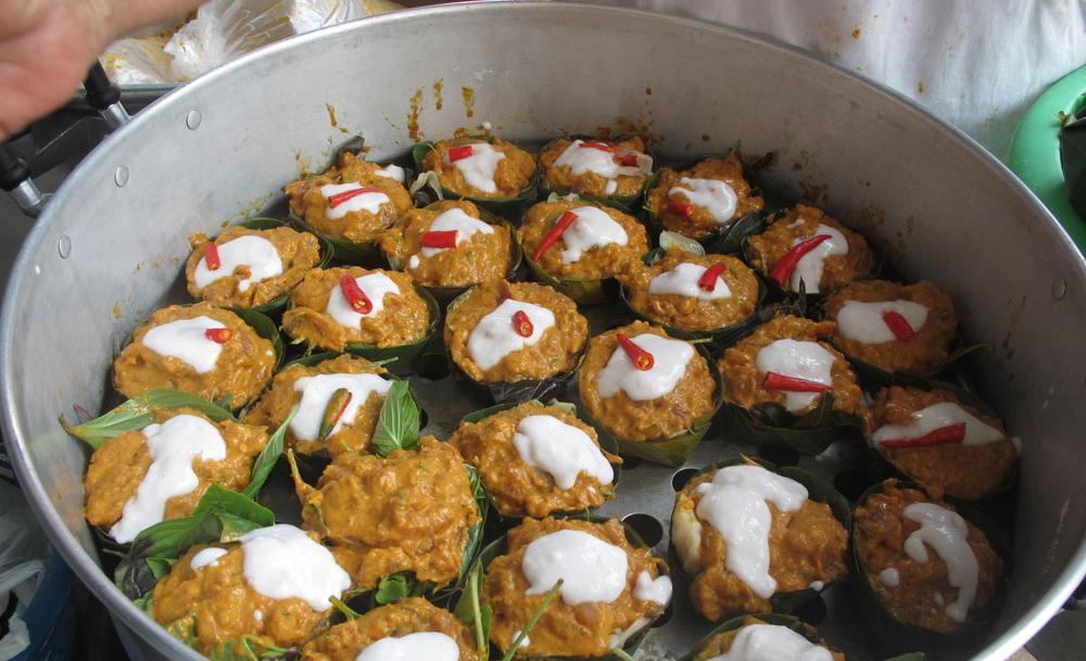 Món ăn tại chợ Ratchawat
