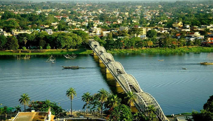 Dòng sông Hương Huế