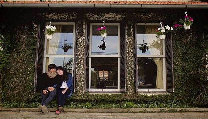 Cafe sách Hoa Violet Ngày Thứ Tư