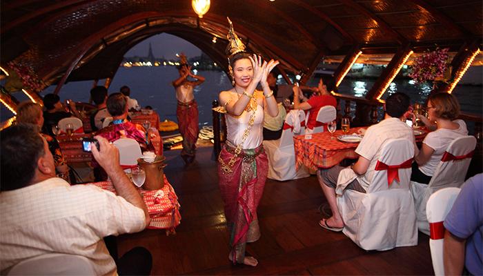 Những điệu múa dân gian, trình diễn âm nhạc trợ hứng khi ăn tối trên du thuyền Bangkok