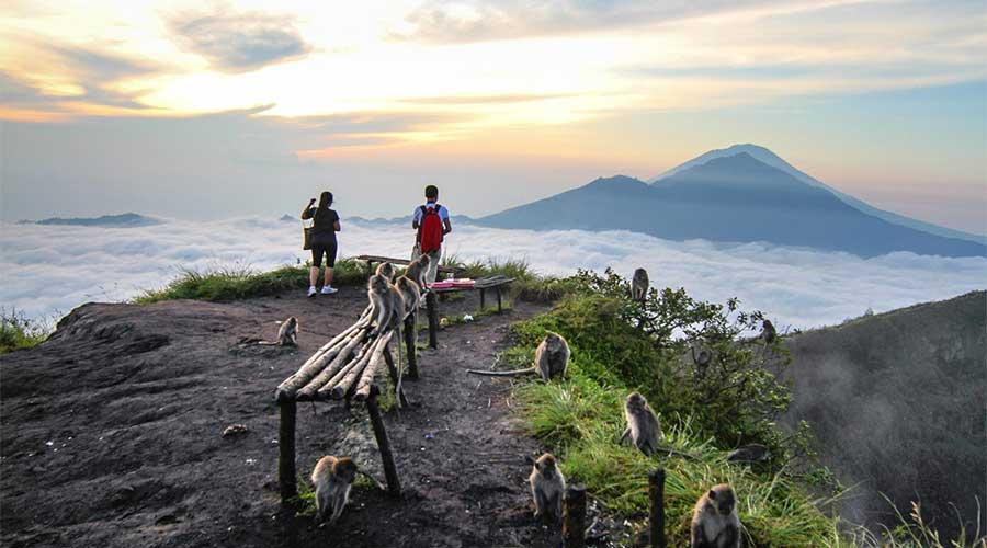 Núi lửa Batur có thể hoạt động trở lại bất cứ lúc nào, nhưng vẫn rất hút khách