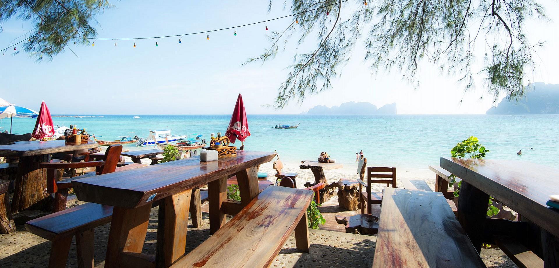 Một nhà hàng bên bãi biển chắc chắn là sự lựa chọn tuyệt vời cho du khách