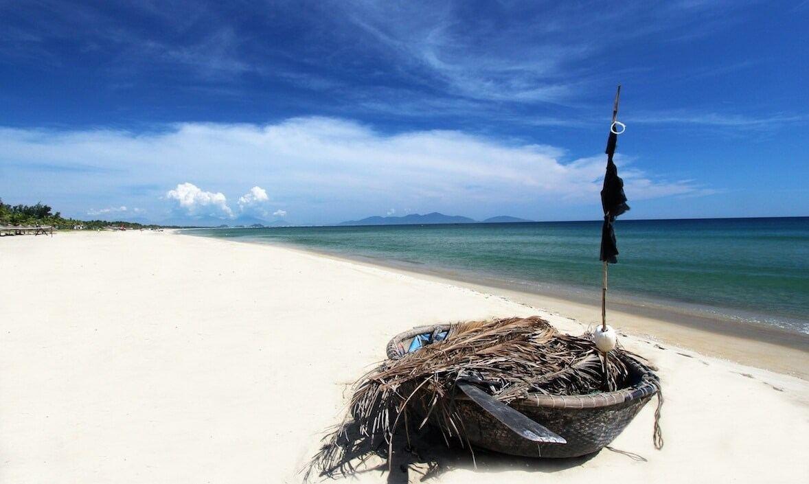 Vẻ đẹp hoang sơ của bãi biển An Bàng