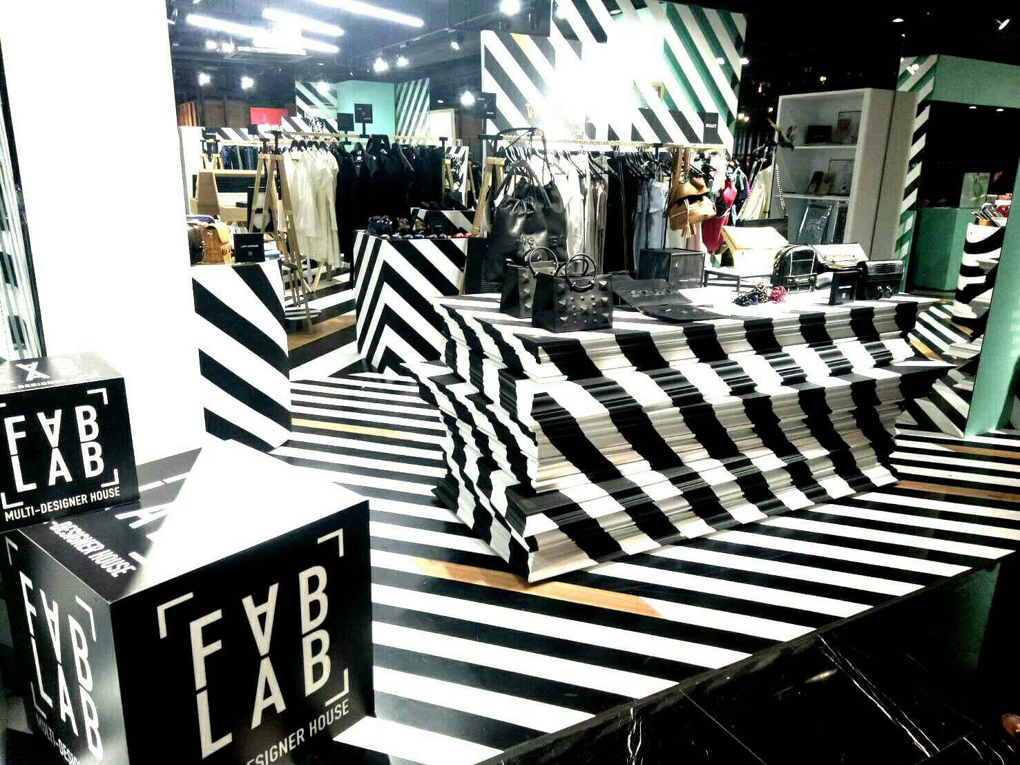 Lối thiết kế độc đáo, mới mẻ của một cửa hàng quần áo tại Siam Center