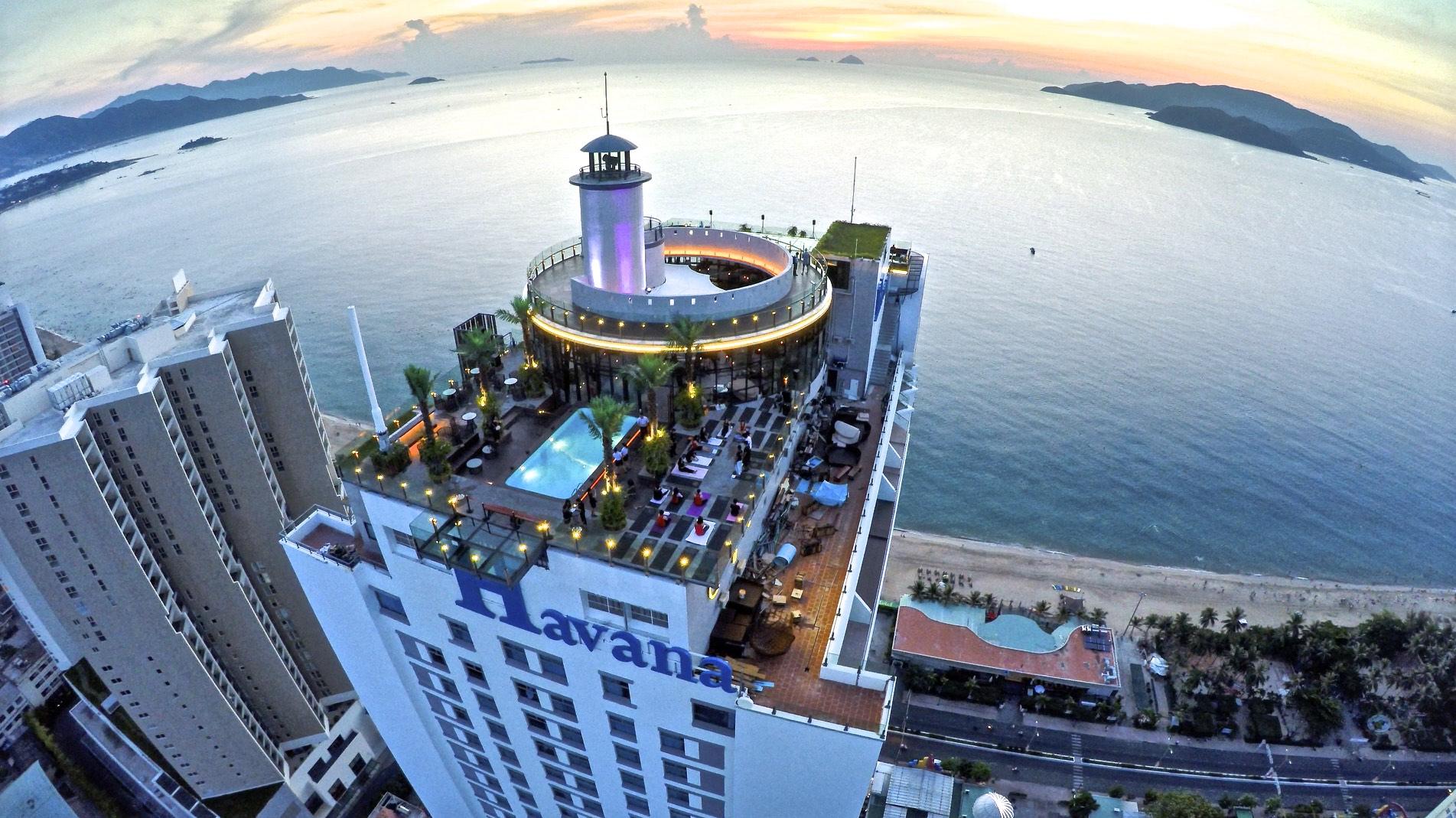 Bùng cháy tại Skylight – skybar cao nhất và chất nhất Nha Trang