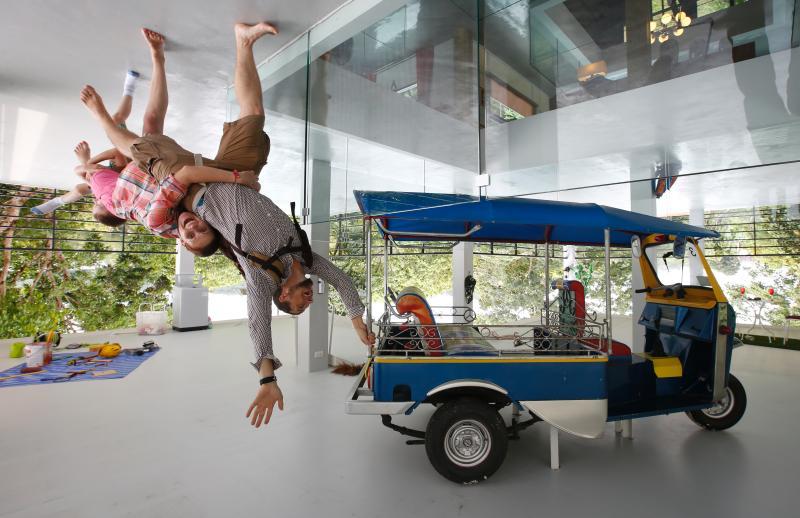 Chiếc xe Tuktuk được nhiều du khách lựa chọn chụp ảnh cùng