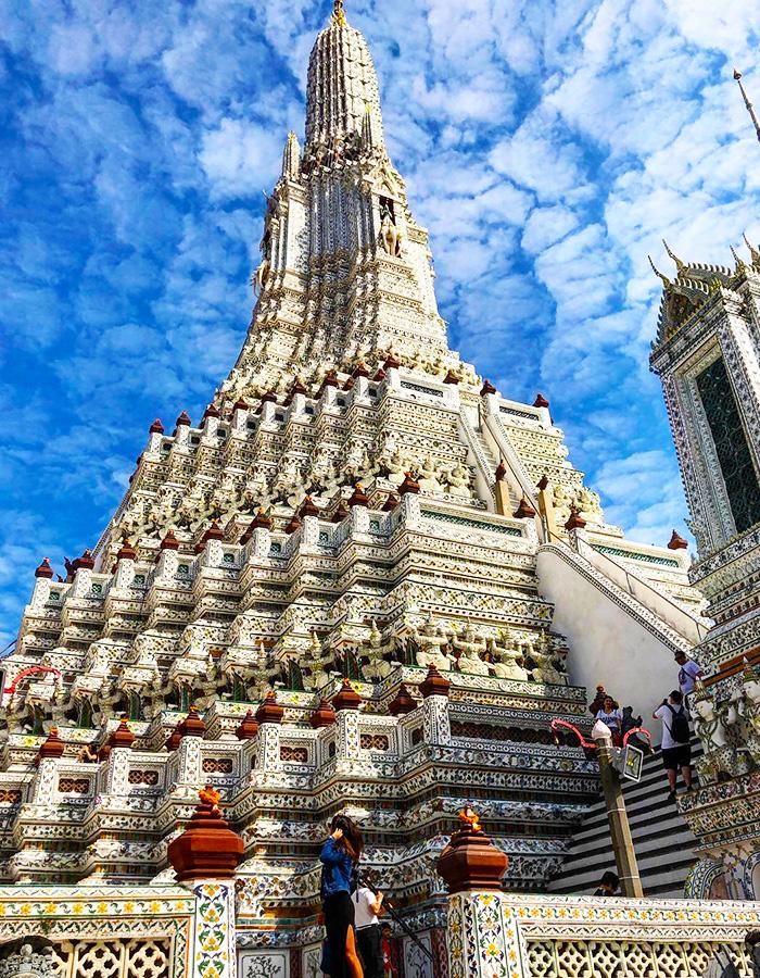 Kiến trúc độc đáo và tráng lệ của những ngôi chùa Bangkok là một trong những điểm thu hút du khách