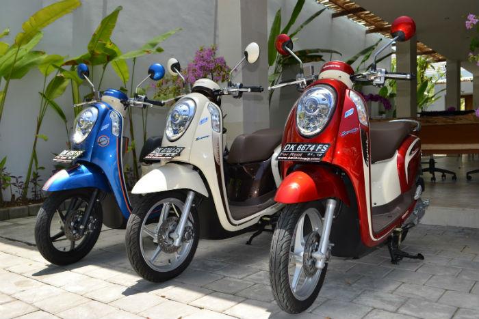 Xe máy là phương tiện di chuyển chính ở Bali