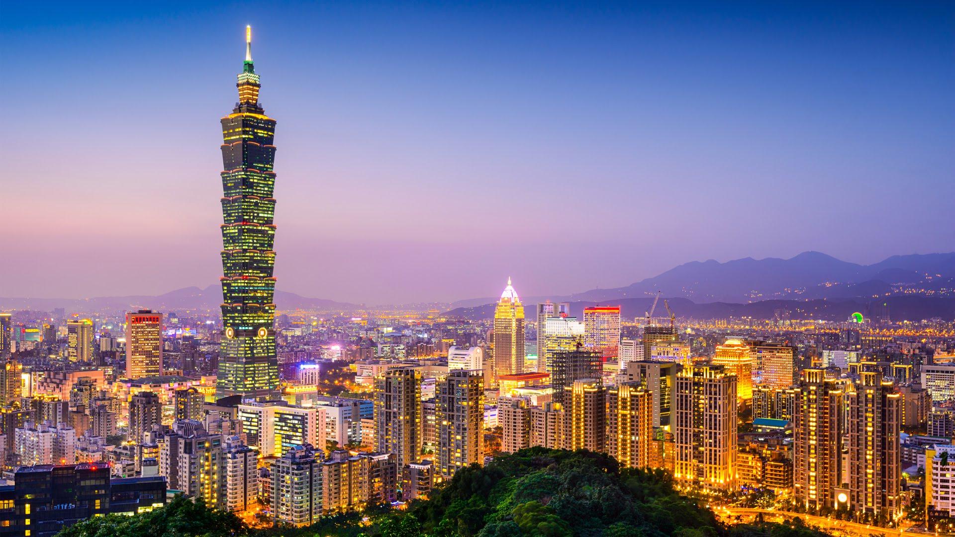 Tháp Taipei 101 rực rỡ trong ánh đèn