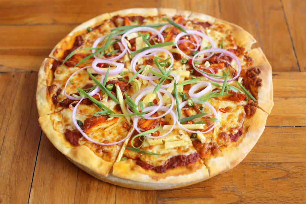 Đặc sản của Phi Phi chính là Pizza đế dày