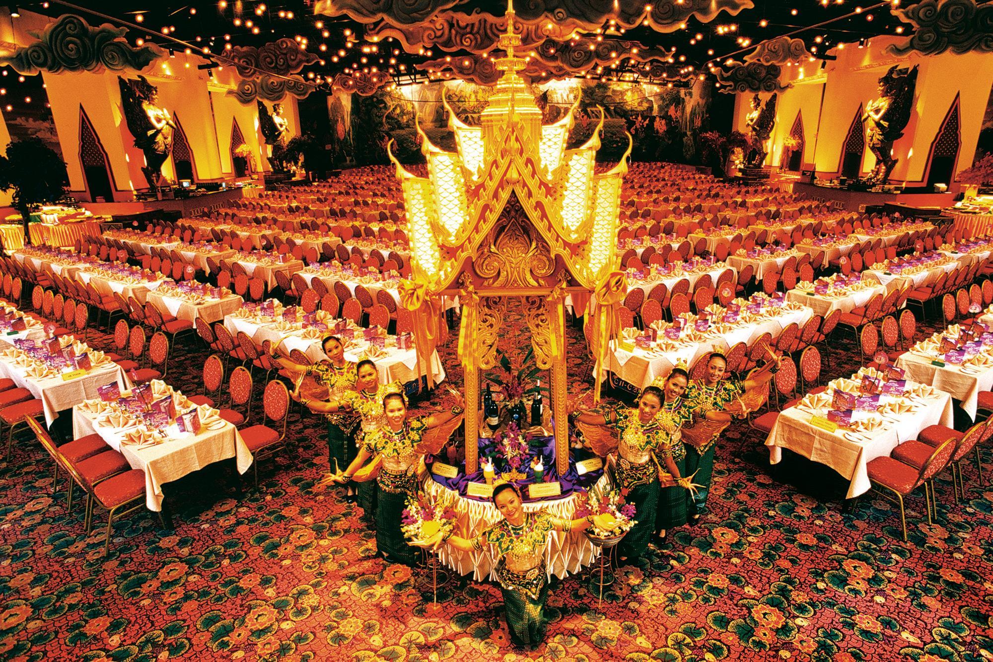 Khu vực xem show diễn và diễn ra tiệc Buffet lớn nhất châu Á