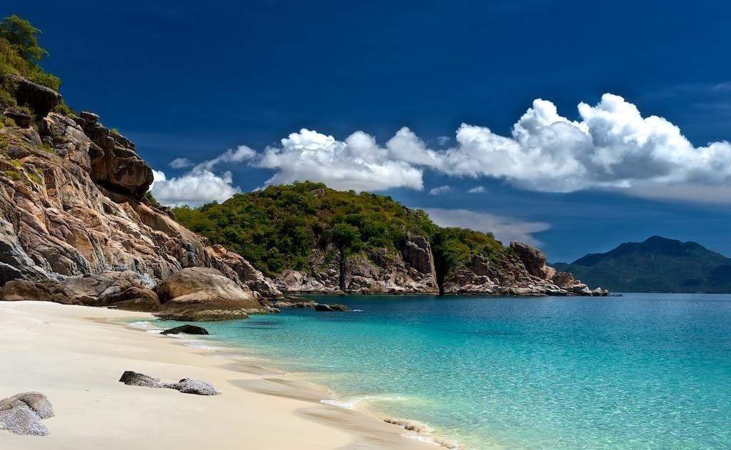Hiếm có bãi biển nào vẫn giữ được sự tinh khiết và hoang sơ như biển Bình Lâm