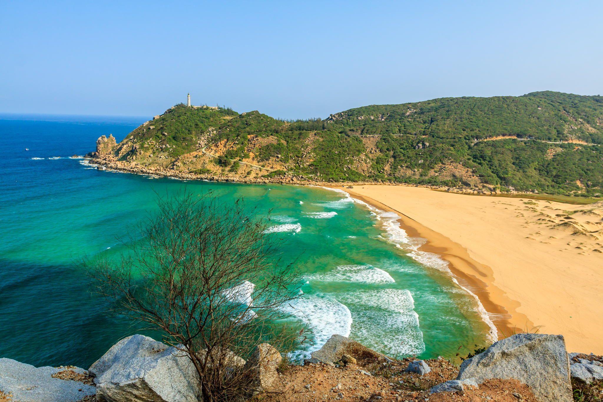 Biển Vân Phong khá êm, trong và lặng gió
