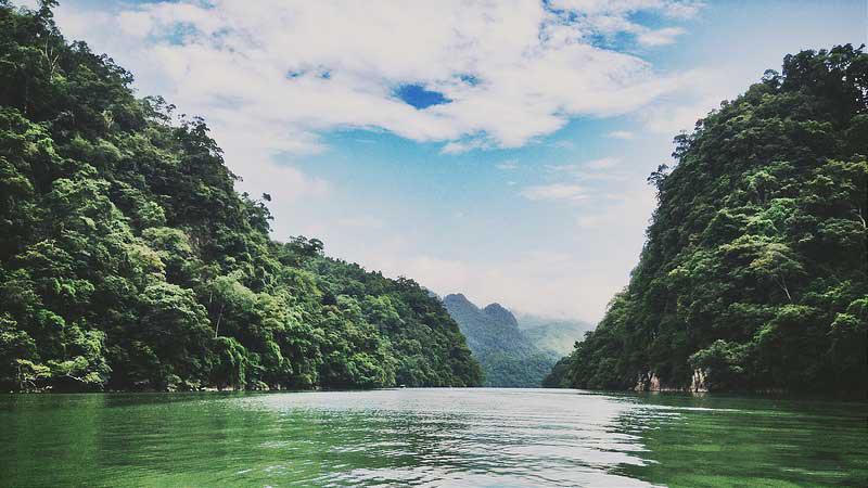 Hồ Ba Bể xanh mát, thoáng đãng và hữu tình