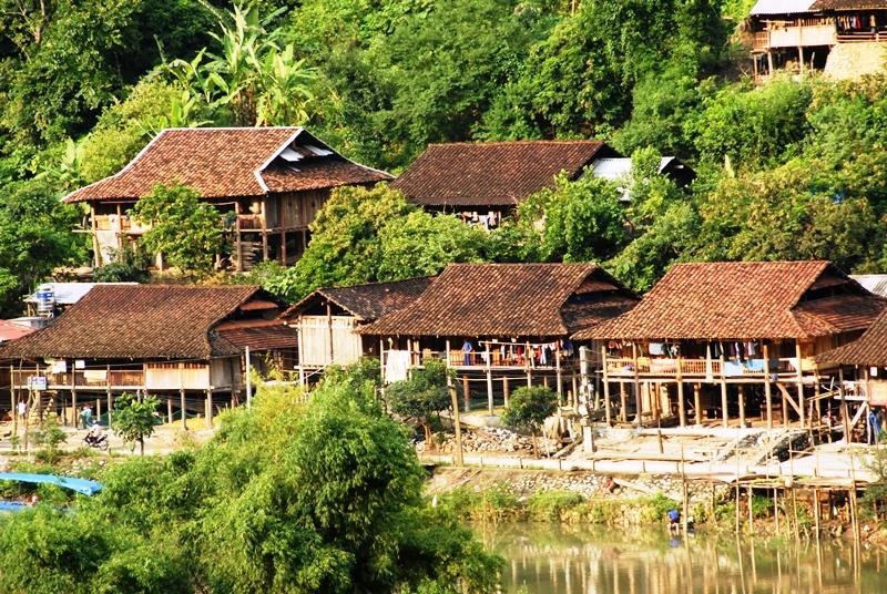 Nhà nghỉ ở Ba Bể chủ yếu là nhà sàn truyền thống