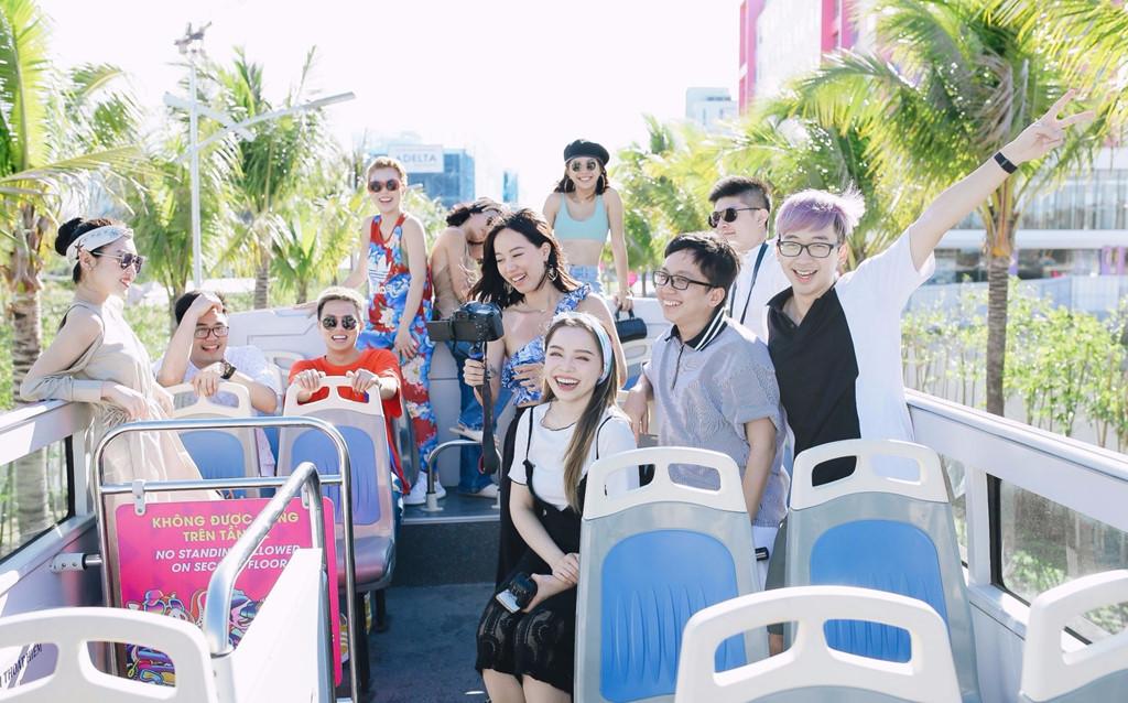 Các bạn trẻ rất yêu thích Coco Bus Tour