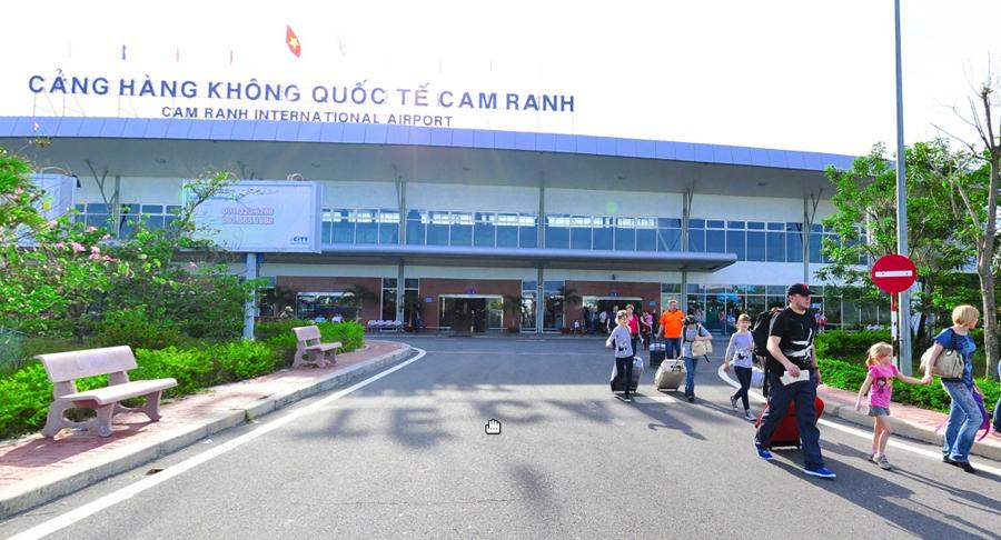Nhiều người chọn thuê xe đưa đón sân bay vì sự tiện lợi của dịch vụ này