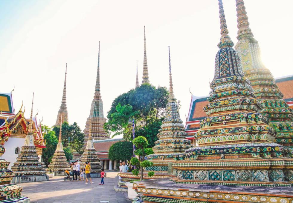 Chùa Wat Pho nổi tiếng với hơn 1000 bức tượng phật