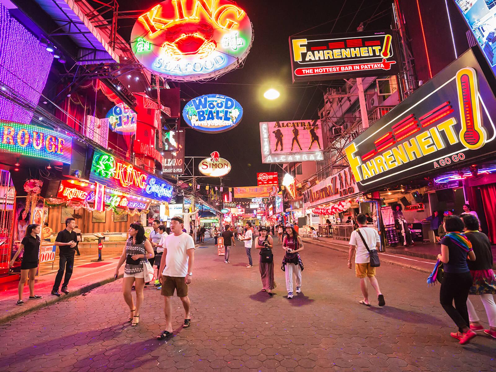 Về đêm, Pattaya cũng tấp nập không kém!
