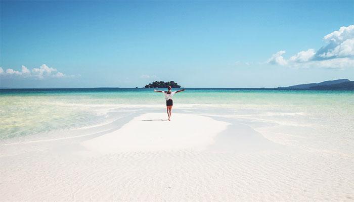 Tận hưởng cảm giác đứng giữa biển xanh mênh mông như này sẽ giúp bạn đánh bay những cơn stress đấy!