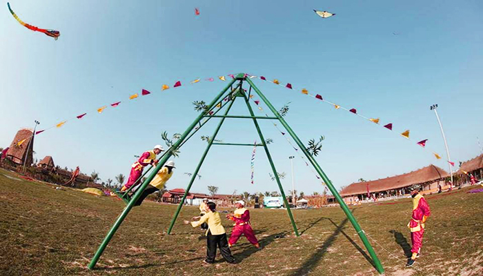 Nơi đây còn là địa điểm tổ chức nhiều trò chơi dân gian thú vị. Nguồn: kinhnghiemdulichdn.com