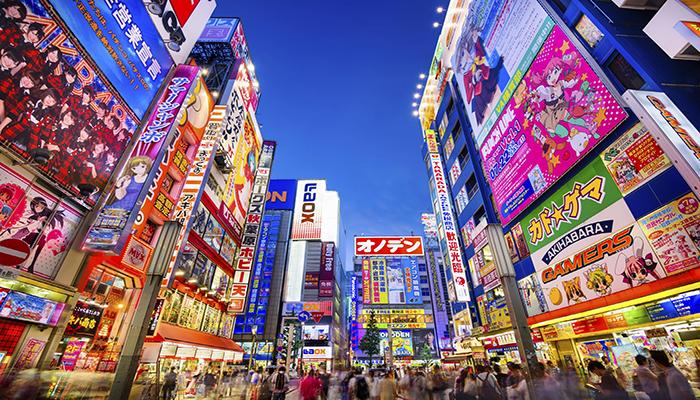 Akihabara là khu phố điện tử sầm uất và đầy màu sắc. Bước vào đây không khác gì một mê cung của đồ họa, của những nhân vật điện tử nổi tiếng Nhật Bản. Nguồn: www.opentour.vn