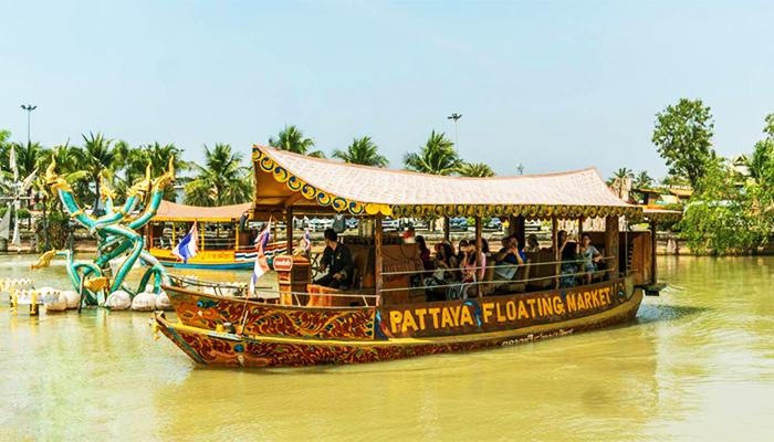 Thuyền tham quan chợ nổi Pattaya.