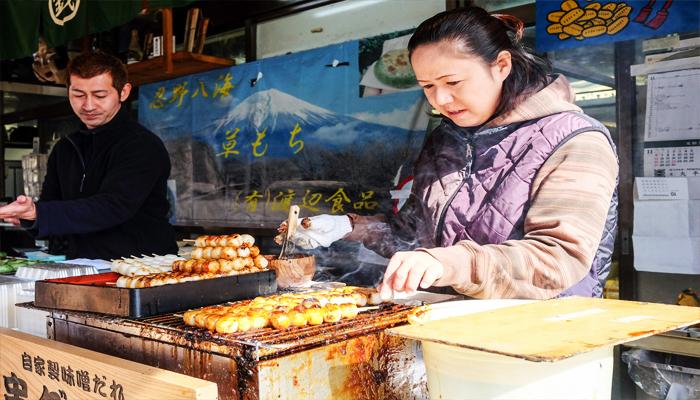 Món bánh mochi BBQ cũng được rất nhiều du khách yêu thích.