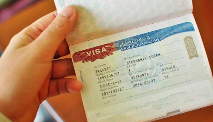 Cầm trên tay chiếc visa Hàn Quốc chưa bao giờ có thể dễ dàng hơn nếu bạn nộp đủ tất cả các giấy tờ cần thiết. Nguồn: bloghanquoc