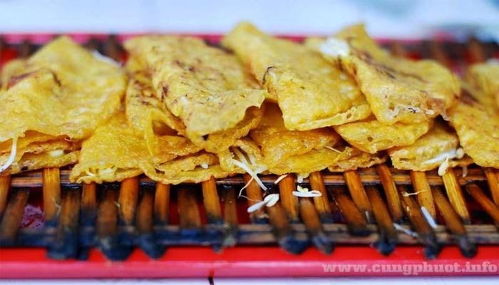 Bánh xèo vàng ươm ăn nóng vào các tháng se lạnh.