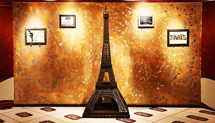 Mô hình tháp Eiffel nổi tiếng của bảo tàng. (Nguồn: divui)