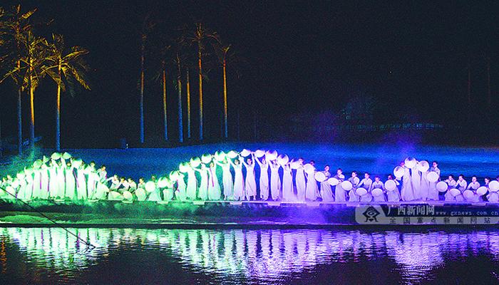 """Màn trình diễn múa """"Con đường tơ lụa"""" ấn tượng trong show Ký Ức Hội An. Nguồn: http://baoquangninh.com.vn"""