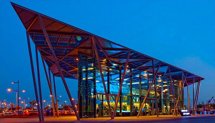 Với phong cách thiết kể hướng về tương lai, bảo tàng Red Dot Design Museum có cấu trúc vô cùng bắt mắt.