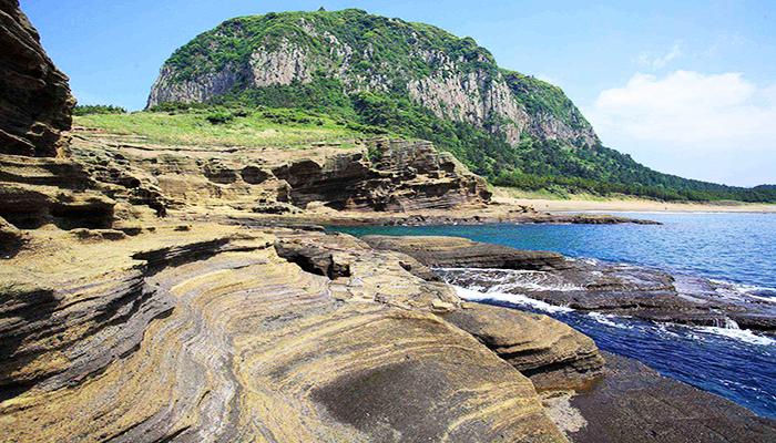 Con đường Yongmeori bao quanh bờ biển tạo nên cảnh quan vô cùng ấn tượng.