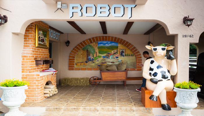 Bạn có thể khám phá robot Thụy Sĩ nổi tiếng thế giới tại bảo tàng robot thu nhỏ trong nông trại.