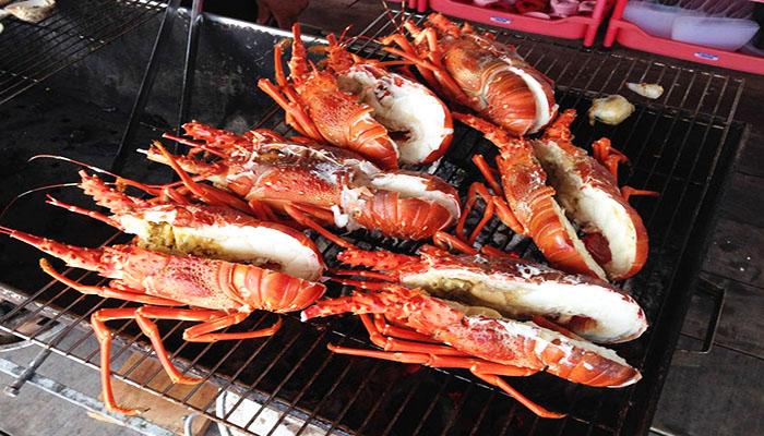 Những con tôm nướng trên lò than nóng hổi, dậy vị thơm ngon phưng phức. Nguồn: image.jimcdn.com