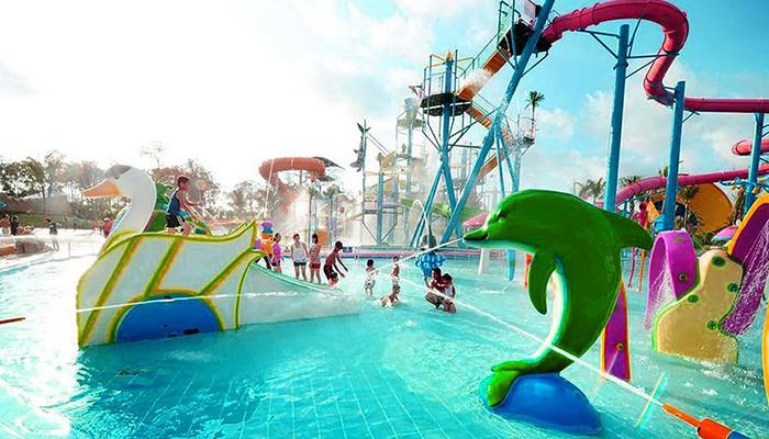 Bể bơi được thiết kế dành riêng cho các du khách nhí, có chiều cao từ 1m đến 1.3m, hứa hẹn sẽ mang lại cảm giác bất ngờ và thú vị cho các bé. Nguồn: trippy.vn