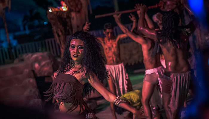 universal-studios-singapore-halloween-horror-nights-8-cannibal-scare-zone-blood-and-bones-belly-dancer