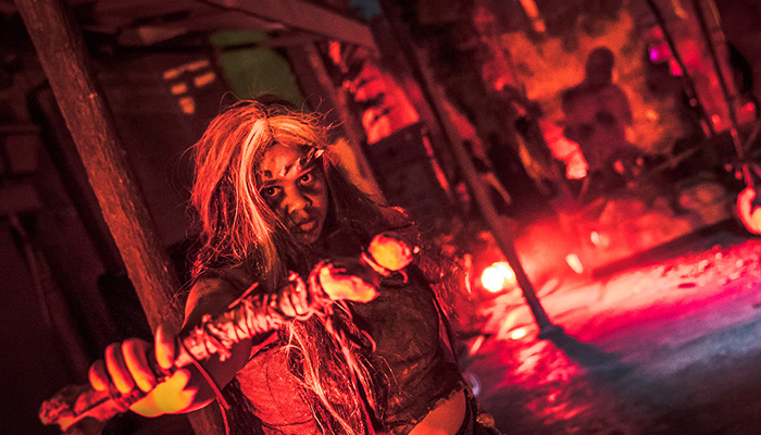 universal-studios-singapore-halloween-horror-nights-8-cannibal-scare-zone-woman