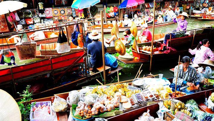 Đi bè trên sông và chèo thuyền, khám phá chợ nổi.
