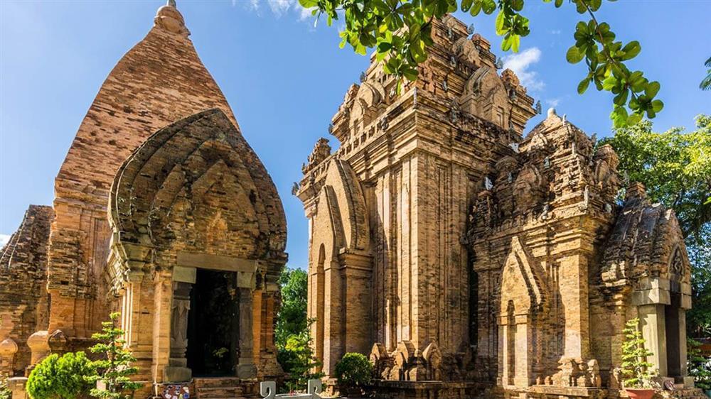 Tháp bà Ponagar Nha Trang - Cẩm nang tham quan tiết kiệm