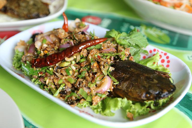 Gỏi cá trê tại Charoen Krung
