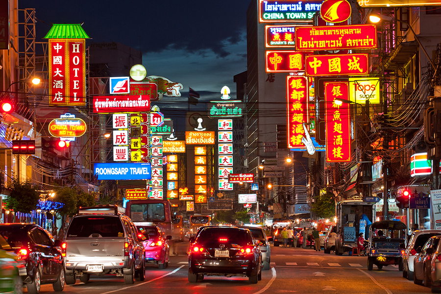 Cảnh đường phố khu Yaowarat (Chinatown) về đêm