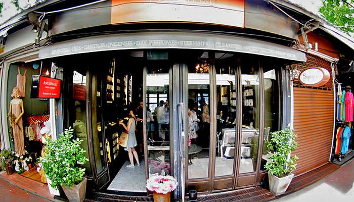 Nếu đến chợ Chatuchak Bangkok để tìm những món đồ phong cách, đừng bỏ qua Aya