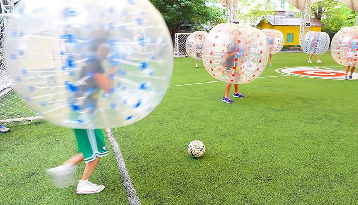 đá bóng trong bóng bobble football