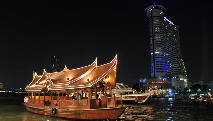thuyền đưa đón của khách sạn bangkok