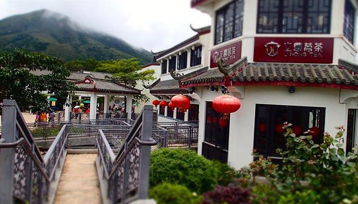 Tham quan làng Ngong Ping