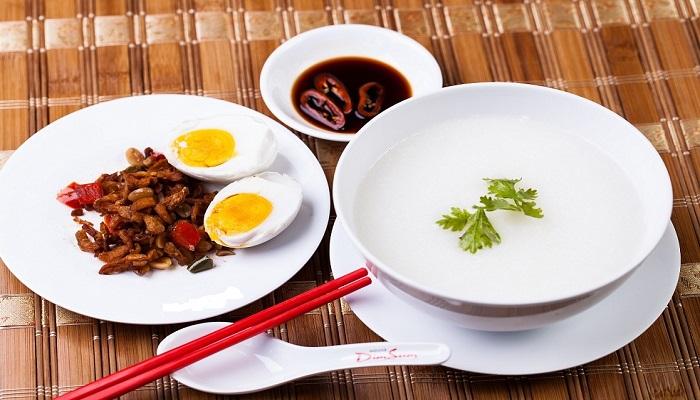 Cháo trắng hột vịt muối Sài Gòn
