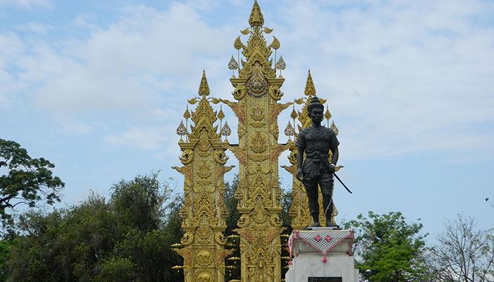 Tượng đài vua Mengrai